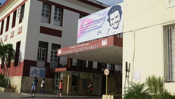 The entrance to General Calixto Garcia Hospital showcases a poster featuring Marist Che Guevara.