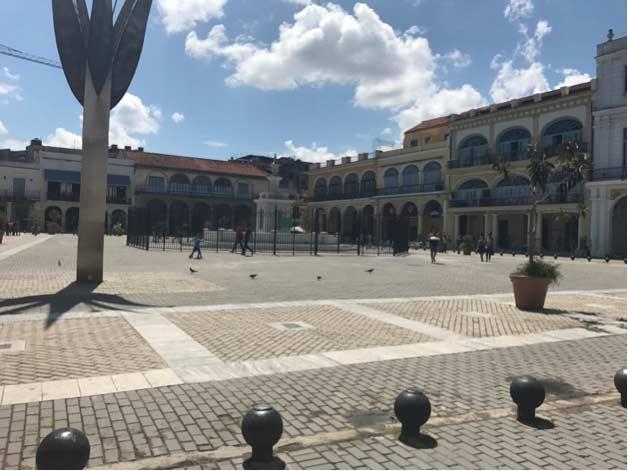 Plaza in La Habana Vieja